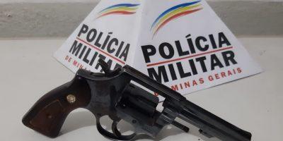 PM apreendeu um revólver calibre 38 e quatro munições calibre 38.Foto: PMSJB